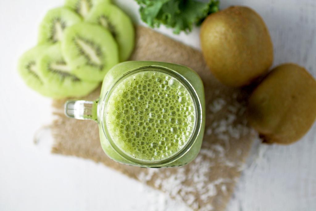 kale and kiwi smoothie