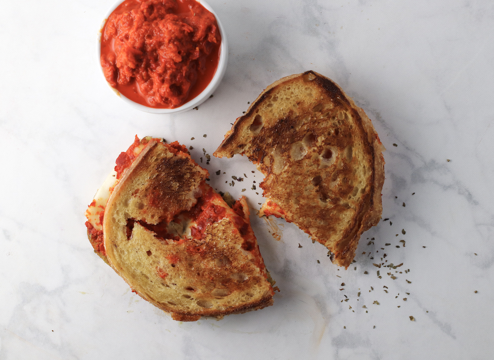 pesto-roasted-red-pepper-grilled-cheese