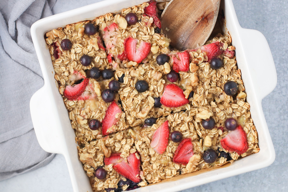 healthy berry oatmeal bake